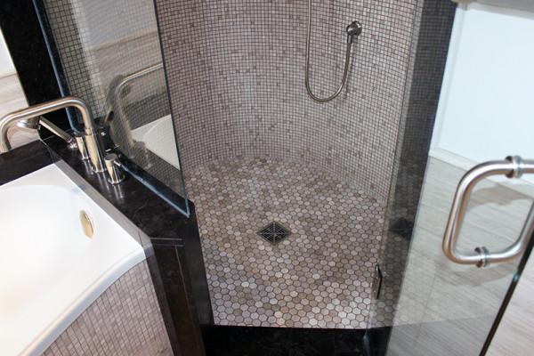 2014-11-26 03.59.10_bathroom