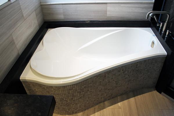 2014-11-26 04.00.53_bathroom