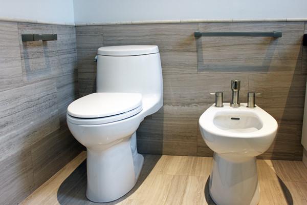 2014-11-26 04.02.07_bathroom