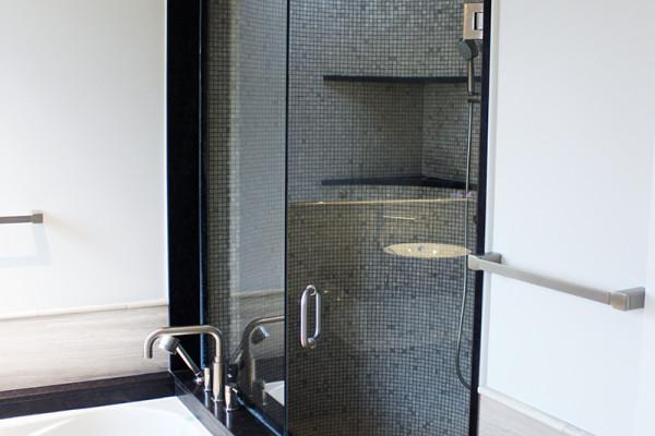 2014-11-26 04.04.11_bathroom